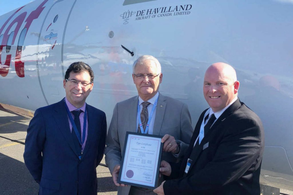 De Havilland delivers first Dash 8-400, announces order from TAAG